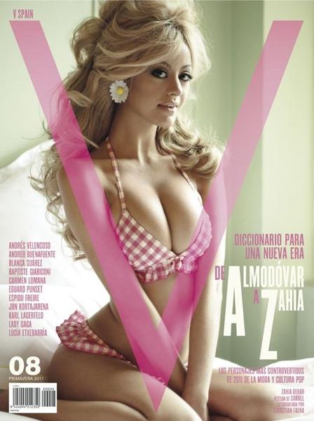 еротические фото красивой блондинки в розовом белье