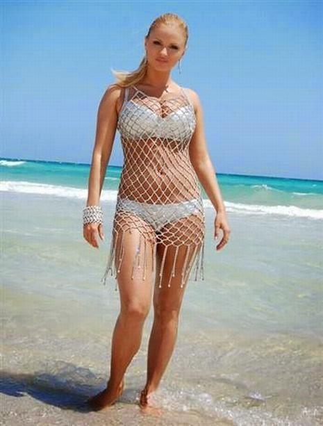 Смотрите сами: очень красноречивые пляжные фото Семенович не оставляют никаких...